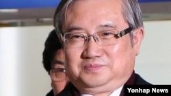 한국 통일준비위원회 사회문화분과위원장을 맡고 있는 김성재 전 문화부 장관이 25일 당일 일정으로 개성공단을 방문했다.