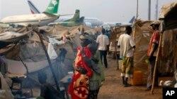 Liên Hiệp Quốc nói hơn 800.000 người đã phải rời bỏ nhà cửa và hơn 900 người thiệt mạng ở Cộng hòa Trung Phi từ khi bạo động bùng phát.