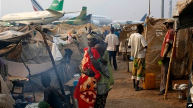 Christian refugees living in makeshift shelters near the airport in Bangui, Central African Republic, Tuesday Jan. 28, 2014, as they try to escape from the deepening divisions between the country's Muslim minority and Christian majority.   Christian refug