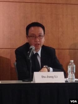 台湾淡江大学国际事务与战略研究所教授李大中(美国之音 钟辰芳拍摄)