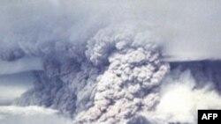 İndoneziyanın Sumatra adasının sakinləri vulkan püskürməsi səbəbi ilə evakuasiya edilib
