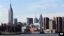 Gedung-gedung pencakar langit di Manhattan, New York (foto: dok).
