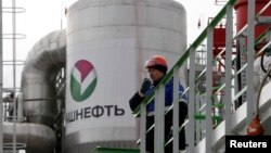 An employee talks on a portable radio set at Bashneft - Novoil refinery in the city of Ufa, Russia, April 11, 2013.