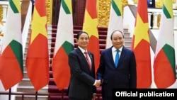 သမၼတ ဦးဝင္းျမင့္နဲ႔ ဗီယက္နမ္ ဝန္ႀကီးခ်ဳပ္ ငုယင္စြမ္းဖု (သတင္းဓါတ္ပံု - Myanmar President Office)
