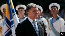 Tân Tổng thống Ukraine Petro Poroshenko tại quảng trường Sophia sau lễ nhậm chức, 7/6/2014.
