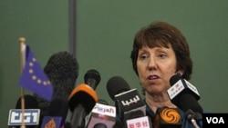 Kepala kebijakan luar negeri Uni Eropa, Catherine Ashton mengunjungi Libya hari Sabtu (12/11).