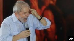 """""""Tendrán que cargar con la responsabilidad de hacer que una persona que fue el mejor presidente de Brasil, una persona que lidera todas las encuestas de opinión pública (vaya presa)"""", dijo Lula."""