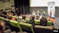香港獨立電影節2016舉辦多場雨傘運動影片的影後座談會,讓觀眾與導演對談。(美國之音湯惠芸攝)