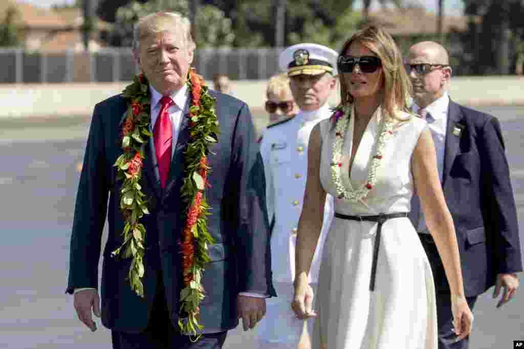 رئیس جمهوری آمریکا و بانوی اول، قبل از سفر به ژاپن، در پرل هاربر بندر مهم آمریکا حضور یافتند.