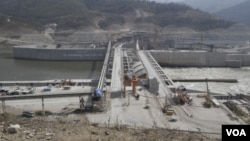 Lao's Xayaburi electricity dam construction is expected to be completed in late 2019. (Sun Narin/VOA Khmer)