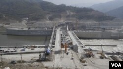 The Lao's Xayaburi electricity dam construction is expected to be completed in late 2019. (Sun Narin/VOA Khmer)