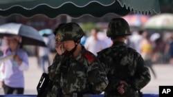 中国防暴警察守在北京地铁站以防范维吾尔族激进分子。