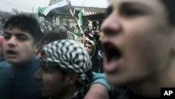 叙利亚抗议者高喊反政府口号