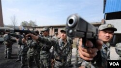 Tentara Tiongkok berlatih di sebuah lokasi rahasia di provinsi Henan.