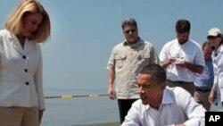 Le président Barack Obama a reporté une tournée à l'étranger pour effectuer une troisième visite en Louisiane et inspecter les efforts visant à juguler la marée noire