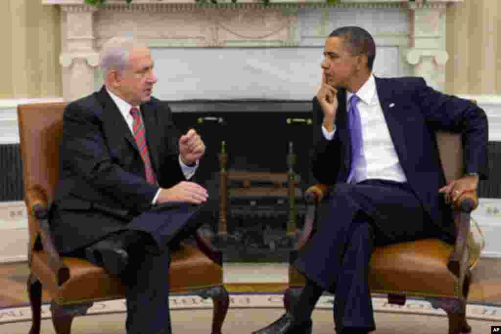 在白宫双边会谈中,奥巴马听取以色列总理内塔尼亚胡的陈述(9月1日)