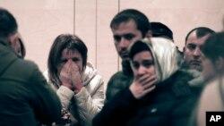 Thân nhân và bạn bè của những người trên chuyến bay Metrojet bị rơi ở Ai Cập, ngày 31/10/2015.