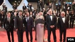 اصغر فرهادی و دست اندرکاران فیلم در جشنواره کن