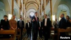 Ngoại trưởng Mỹ đến Sài Gòn đi lễ nhà thờ