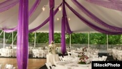 Outdoors weddings