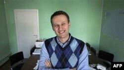 Hüquqşünas Aleksey Navalnı Moskva ofisində
