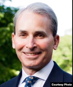 投資商比爾登被提命任美國海軍部長。