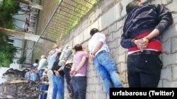 Şanlıurfa Barosu Twitter hesabından gözaltına alınanların bu fotoğrafını paylaştı