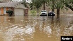 El gobernador Tate Reeves declaró el estado de emergencia desde el pasado sábado y las autoridades ordenaron evacuaciones obligatorias para algunos residentes en el centro de Mississippi.
