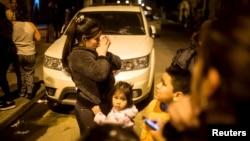16일 칠레에서 규모 8.3의 지진이 발생한 후 산티아고 주민들이 집 밖으로 대피해 있다.