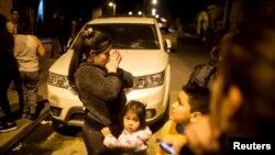 Người dân Chile chạy ra đường sau trận động đất tại Santiago, ngày 16/9/2015.