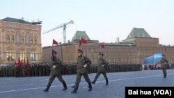 2012年勝利日前夕的紅場閱兵彩排(美國之音白樺拍攝)