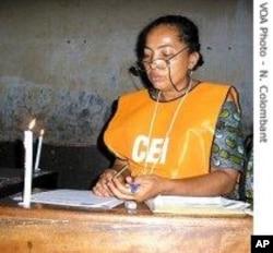 Une responsable de la CEI, la Commission électorale indépendante en RDC.