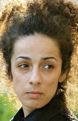 خانم علینژاد می گوید سکوت تلخ پدر آرش ارکان وقتی شکست که دیگر پسرش در زندان فوت کرده بود