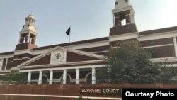 سپریم کورٹ لاہور رجسٹری کی عمارت جہاں پیر کو جعلی بینک اکاؤنٹس کیس کی سماعت ہوئی۔