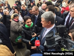 Ukrayna Cumhurbaşkanı Petro Poroşenko Fener Rum Patrikhanesi'nden çıkarken