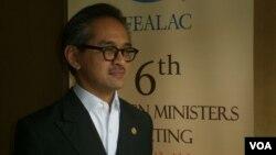 Menteri Luar Negeri Marty Natalegawa usai pembukaan pertemuan Forum Kerjasama Negara-Negara Asia Timur dan Amerika Latin di Nusa Dua, Bali (13/6). (VOA/Muliarta)