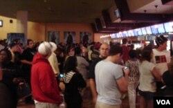 El público hacía fila para comprar palomitas y refrescos incluso 10 minutos más tarde de la hora a la que la película debía comenzar.