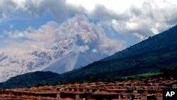 危地馬拉的富埃戈火山爆發