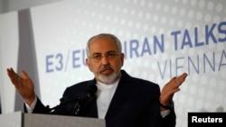 Menlu Iran Javad Zarif berbicara kepada wartasan di Wina ketika negaranya dan 6 negara lainnya gagal mencapai kesepakatan masalah konflik nuklir Iran, 24/11/ 2014.