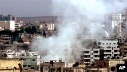Hình ảnh chụp từ video của hãng tin Shaam News Network cho thấy khói bốc lên từ các tòa nhà bị pháo kích tại Daraa, ngày 2/10/2012
