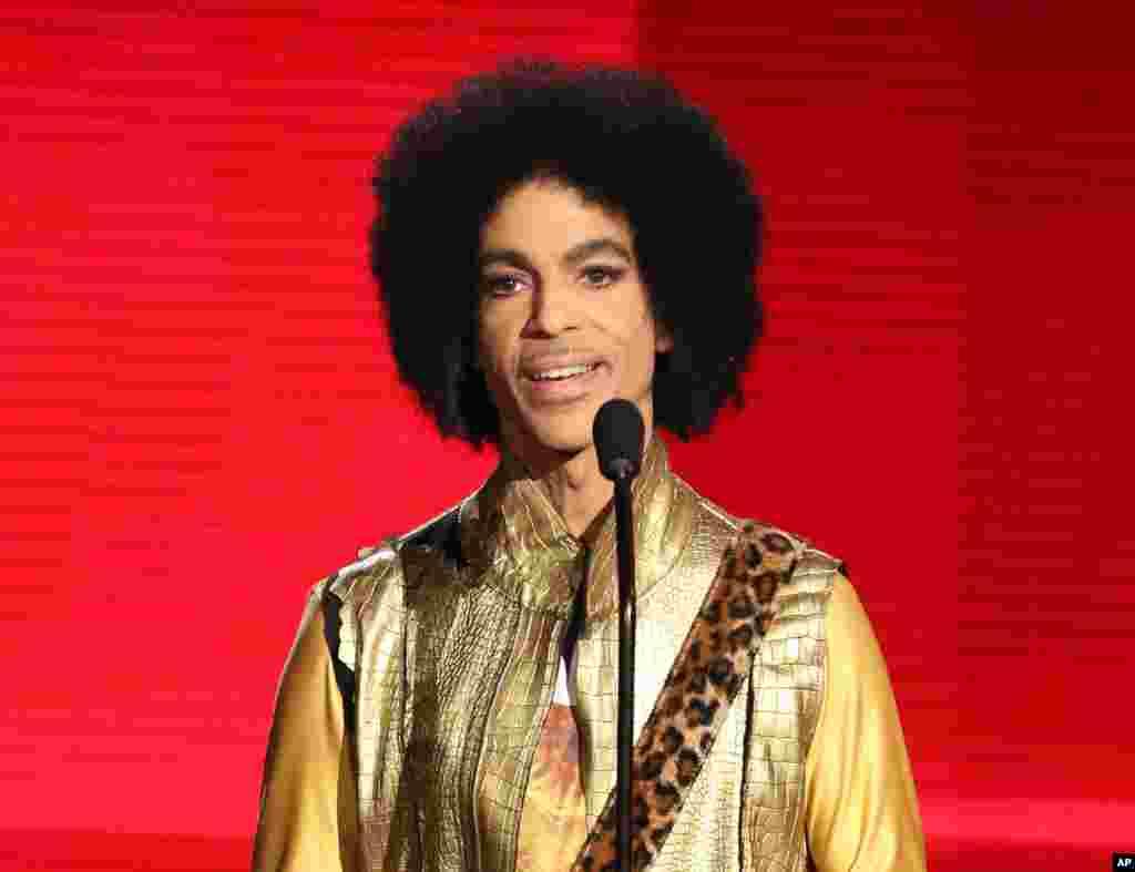 Prince predstavlja nagrađeni soul album na American Music Awards, u Los Angelesu, 22. novembra 2015.