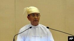 Tổng thống Miến Điện Thein Sein phát biểu trước Quốc hội ở Naypyitaw, ngày 1/3/2012