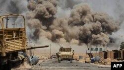 伊拉克军队前往被伊斯兰国占据的阿尔阿耶迪村(2017年8月29日)