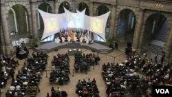 El primer Foro se efectuó en el Palacio de la Minería, también en México.