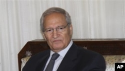 공개석상에 모습을 드러낸 시리아의 파루크 알샤라 부통령