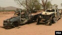 Des vestiges de véhicules de Boko Haram détruits par l'armée camerounaise en décembre 2018, à Amchide, au Cameroun, le 12 septembre 2019.