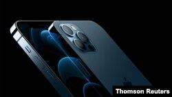 ایپل کے آئی فون کے دو ماڈل، آئی فون 12 پرو اور پرومیکس (فائل فوٹو)
