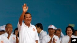 Cambodian Prime Minister Hun Sen waves to supporters during his Cambodian People's Party's campaign in Phnom Penh, Cambodia, Saturday, July 7, 2018. (AP Photo/Heng Sinith)