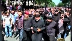Священики, які закликали бити геїв пішли під суд