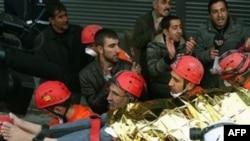 Рятувальники евакуюють потерпілих внаслідокземлетрусу